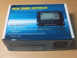 液晶表示付。ソーラー充電器コントローラー チャージ
