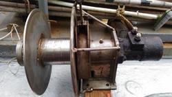 油圧ウインチ